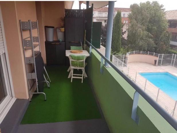 balcon terrasse sur piscine