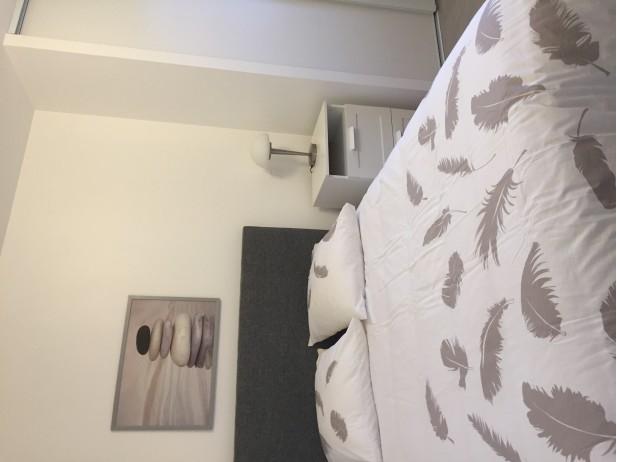 Chambre entièrement meublée avec salle d'eau privative